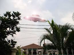 gambar UFO - penampakan UFO / piring terbang di Indonesia dan dunia
