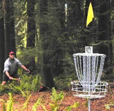 disc golf throwing