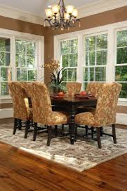 decorating dining table