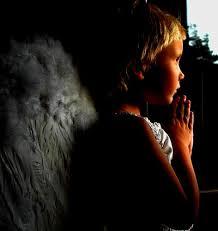 Молящийся мальчик