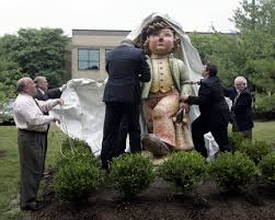 hummel statue