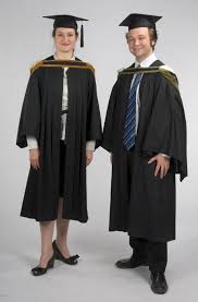 how to wear a graduation gown