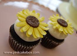 wedding cakes with sunflowers