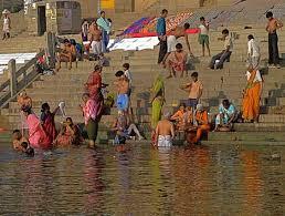indian women bathing in open
