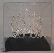 crowns and tiara
