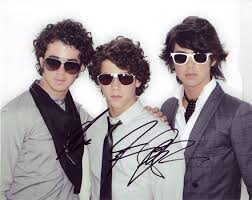 jonas brothers signed pictures