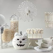 la maison design objets élégants pour réussir une décoration halloween minimaliste