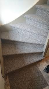 treppe mit vinyl bekleben treppe mit teppich belegen teppich fr treppen u die treppen in