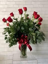 dozen roses classic dozen roses in lincoln ne house of flowers