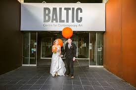 hayley u0026 anth logan u0027s contemporary cool wedding at the baltic