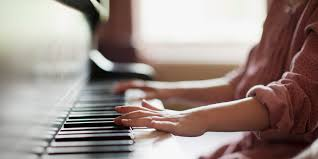 five benefits of piano lessons