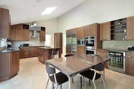 cuisine avec table à manger la cuisine ouverte sur la salle à manger 55 photos archzine fr