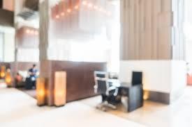 arri鑽e plan du bureau gratuit arrière plan flou de bureau avec chaise télécharger des photos