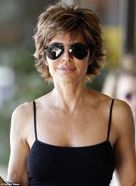 lisa rinna weight off middle section hair lisa rinna looks fabulous at 50 as she picks up cup of java in bel