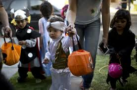 parents eat halloween candy parents are sneaking kid u0027s halloween candy more often than you think