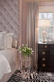 chambre poudré chambre taupe rideaux poudré et tapis en motif de zèbre