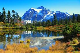 The beautiful mountain scenery of mount shuksan in washington