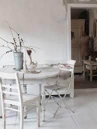 Wohnzimmer Einrichten Und Streichen Wohnzimmer Im Shabbychic Einrichten Alte Weisse Möbel Antike