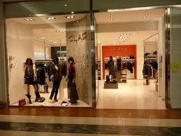 clothes shop file clothes shop abbigliamento jpg wikimedia commons