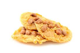 amidon cuisine l amidon de manioc d immersion fait frire l arachide image stock