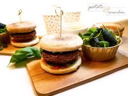 comment cuisiner les poivrons rouges burger vegan au pesto et ketchup maison recettes végétariennes