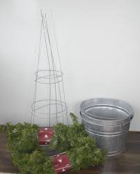 Front Porch Topiary Fashion A Diy Christmas Topiary From A Basic Tomato Cage
