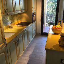 cuisine antibes cuisine en de lave émaillée couleur vanille à antibes