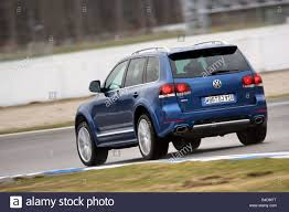 volkswagen touareg blue vw volkswagen touareg r50 model year 2006 blue moving diagonal