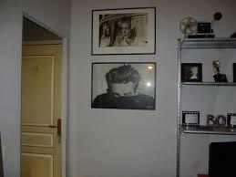 chambre a theme avec chambre thème cinéma une vue depuis le lit avec la porte de la