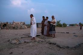 praying at the Majara camp for displaced Yemenis  in the town of Hajjah  photo by Tyler Hicks The New York Times     November
