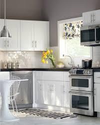 weiße küche wandfarbe wandfliesen küche die rückwand spielt eine wichtige rolle