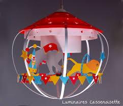 suspension chambre enfant suspension cirque colorées les suspensions chambre cirque