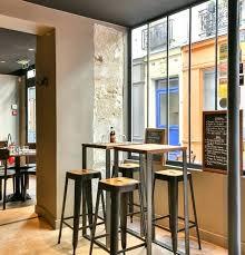 bar cuisine bois table haute en bois lot avec une table haute de bar et tabourets