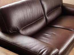 un canapé comment nettoyer un canapé en cuir conseils et photos