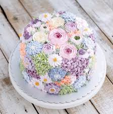 Cake Icing Design Ideas Best 25 Buttercream Wedding Cake Ideas On Pinterest Elegant