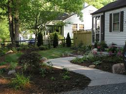 simple and easy front yard landscaping house design for small