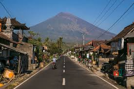 earthquake bali 2017 fear of volcano eruption on bali drives 145 000 from homes the new
