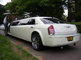 limousine bentley chrysler limousines for hire chrysler 300c limo hire
