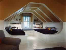 chambre grenier aménagement grenier des astuces pour créer un espace chaleureux