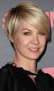 short hairstyles for thick hair and small face