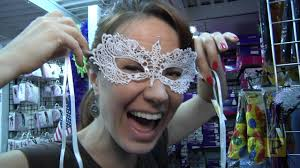 spirit halloween daly city sierra boggess gets spooked at abracadabra a halloween superstore