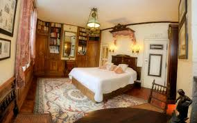 official site direct booking maison de l argentier du roy bed