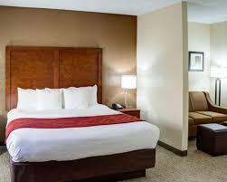 Comfort Inn At The Zoo Omaha Comfort Suites Omaha Ne Hotel