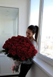 big bouquet of roses 7 ways to make a girl go weak and say yes i you