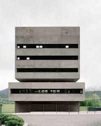 Buro Einrichtung Beton Holz Kontrollzentrum In Tirol Von Bechter Zaffignani Hierarchien In