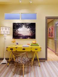 le de bureau jaune pourquoi décorer bureau avec du jaune bricobistro