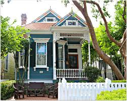 new orleans colorful houses colorful homes in new orleans uptown neighborhood