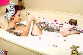 Bathtub Pinup Ashley Patterson Is A Rocker Pin Up To Die For