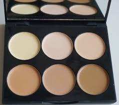 super contour kit bines a dark matte pressed powder and sleek