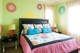 chambre ado vert chambre enfant déco chambre ado couleurs murs vert pâle motifs